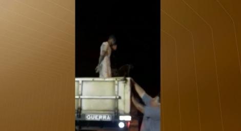 Fugitivo foi preso em caçamba de caminhão, na região de Mata Redonda — Foto: Reprodução/TV Cabo Branco