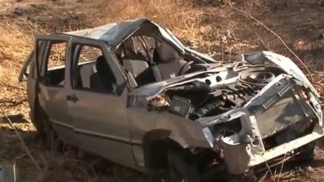Vítimas tinham ido passar o feriadão no Ceará e, na volta para casa, o carro capotou. (Foto: Reprodução/TV Paraíba)