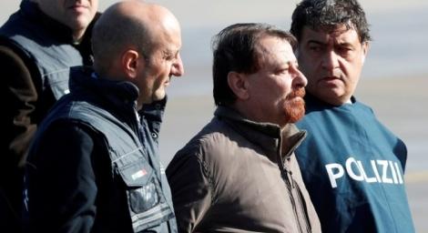 Italiano chegou a Roma nesta segunda (14) para cumprir prisão perpétua (REUTERS/Max Rossi)