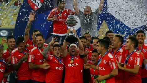 A equipe argentina comemorou muito o título da competição em pleno Maracanã (Foto: REUTERS)