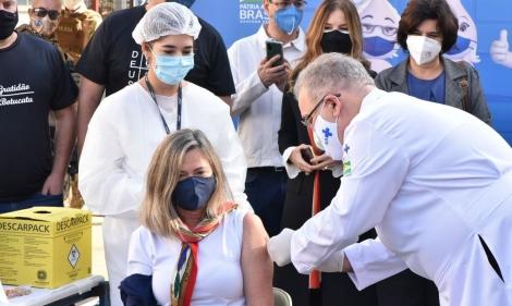 Botucatu abriu hoje vacinação em massa da população para pesquisa