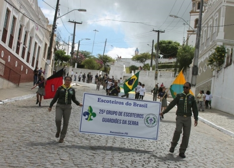 Escoteiros abrilhantam desfile de homenagem aos 138 anos de Bananeiras