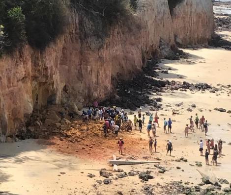 Falésia que desabou sobre frequentadores da praia de Pipa, no Rio Grande do Norte, na tarde desta terça-feira (17). — Foto: Arquivo pessoal