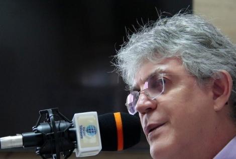Ricardo critica metodologia de pesquisas eleitorais: 'Balcão de negócios'