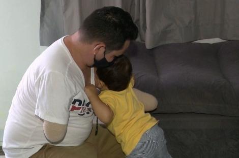 Pai perde os braços um dia antes do nascimento do filho e sonha com prótese, em Campina Grande — Foto: TV Paraíba/Reprodução