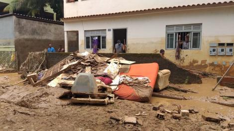 Três mortes foram registradas na cidade de Iconha e outras três em Alfredo Chaves. Buscas por desaparecidos continuam. (Kaique Dias/ TV Gazeta)