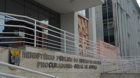 Relatórios da Vigilância Sanitária e do Conselho Regional de Nutricionistas sobre irregularidades de presídios foram entregues ao MPPB. (Foto: Krystine Carneiro/G1)