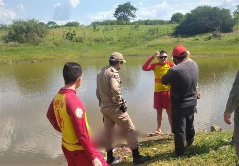 Irmãos morrem afogados enquanto tomavam banho em açude, na Paraíba