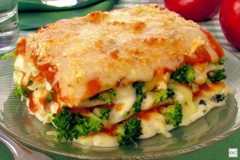 Veja como fazer uma lasanha de brócolis e queijo
