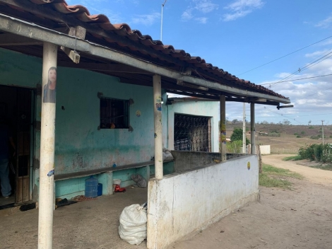 Vereadora de Lagoa Seca tem casa invadida e família feita de refém. Suspeitos levaram uma televisão, uma moto, dois celulares e uma quantia em dinheiro. — Foto: Marques de Souza/TV Paraíba