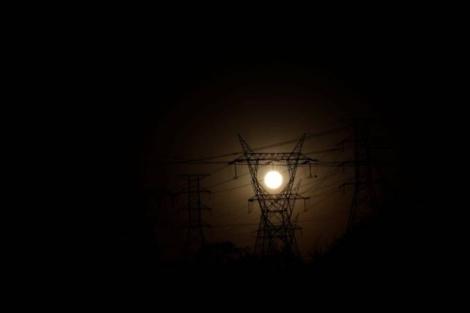 Apagão: sistema tem autorização para operar de forma comercial com 2 mil MW de energia (Ueslei Marcelino/Reuters)