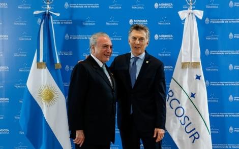 Alan Santos/PR Presidente Michel Temer se despede do Presidente da República Argentina, Mauricio Macri, após a cúpula do Mercosul