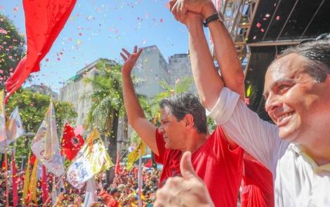 Em outros trechos de sua fala, sobretudo quando citava o ex-presidente Lula, foi bastante aplaudido (Foto: Ricardo Stuckert / Divulgação)