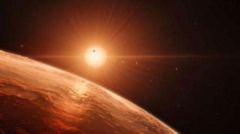 Impressão artísitica mostrando o sistema de TRAPPIST-1; astrônomos creem que três dos sete planetas podem conter água líquida (ESO)