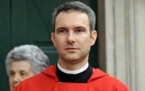 Tribunal do Vaticano condenou o padre neste sábado (23) pela posse de material em que adolescentes são vistos mantendo relações sexuais (Reprodução/The Times)