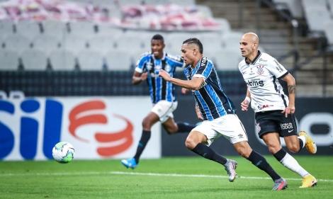 Timão teve que superar expulsões de Marllon e Otero. (Foto: Lucas Uebel/Grêmio FBPA)