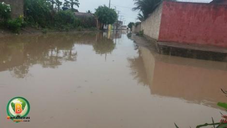 Moradores continuam sofrendo com ruas alagadas em Bananeiras