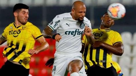 Felipe Melo durante jogo entre Palmeiras e Guaraní-PAR, pela Libertadores