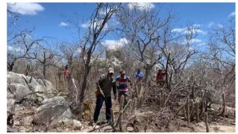 Homem é morto por pedra de duas toneladas que deslizou de serra no Cariri Paraibano — Foto: Amy Nascimento/TV Paraíba/Reprodução