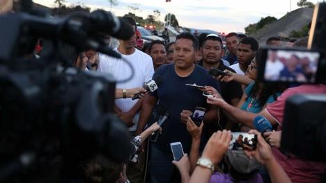 Emilio González, prefeito de Gran Sabana, na Venezuela, acredita que os números de mortos e feridos vão subir à medida em que os corpos possam ser recolhidos. (Foto: Bruno Kelly/Reuters)