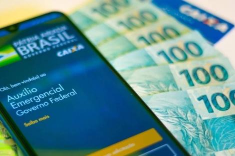 O presidente Bolsonaro disse que o governo irá prorrogar o pagamento do benefício por mais três parcelas; o custo da extensão seria de R$ 100 bilhões