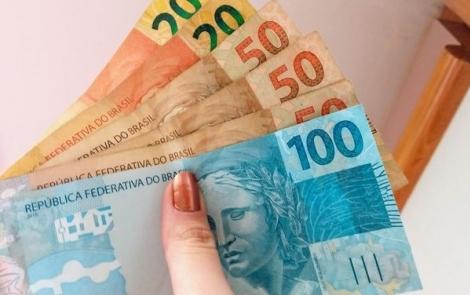 No mês que vem, o valor para inscritos no Bolsa Família será, em média, de R$ 230. Valor cheio depende de aprovação do Congresso.