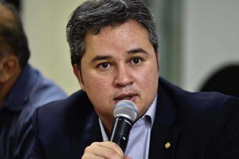 Efraim Filho diz que Veneziano deve ser ouvido caso Romero anuncie adesão à base de João Azevêdo