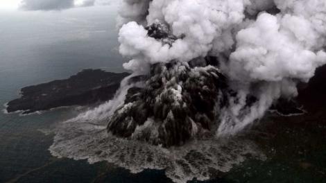 O alerta subiu para o segundo maior, e a zona de evacuação foi ampliada para 5 quilômetros (km). (Antara Foto Agency)