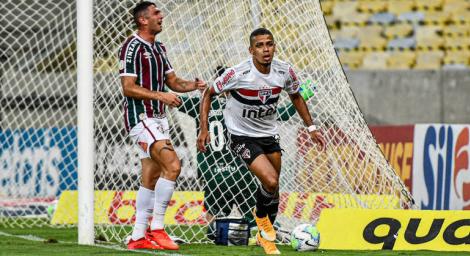 Brenner comemora um de seus gols na vitória do São Paulo. (Foto: ALEXANDRE NETO/PHOTO PRESS/FOLHAPRESS)