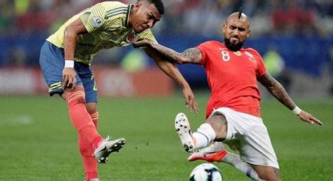 Colombianos e chilenos fizeram um jogo muito disputado no Itaquerão (REUTERS/Ueslei Marcelino)