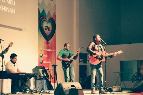 O cantor Anderson Alves e a Banda Ide participarão do evento.