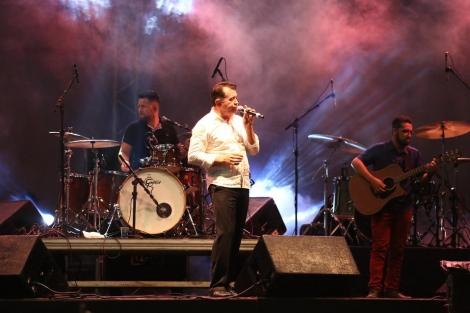 Chagas Sobrinho e a banda Bênção. (Foto: Fransuilson Alves)