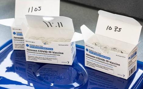 É o quinto imunizante liberado para uso pela agência reguladora, mas primeiros lotes só devem chegar ao Brasil no fim do ano. (Foto: STEPHEN ZENNER/GETTY IMAGES/VIA AFP)