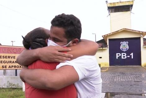Após sete anos preso injustamente, jovem é solto em João Pessoa — Foto: Reprodução/TV Cabo Branco